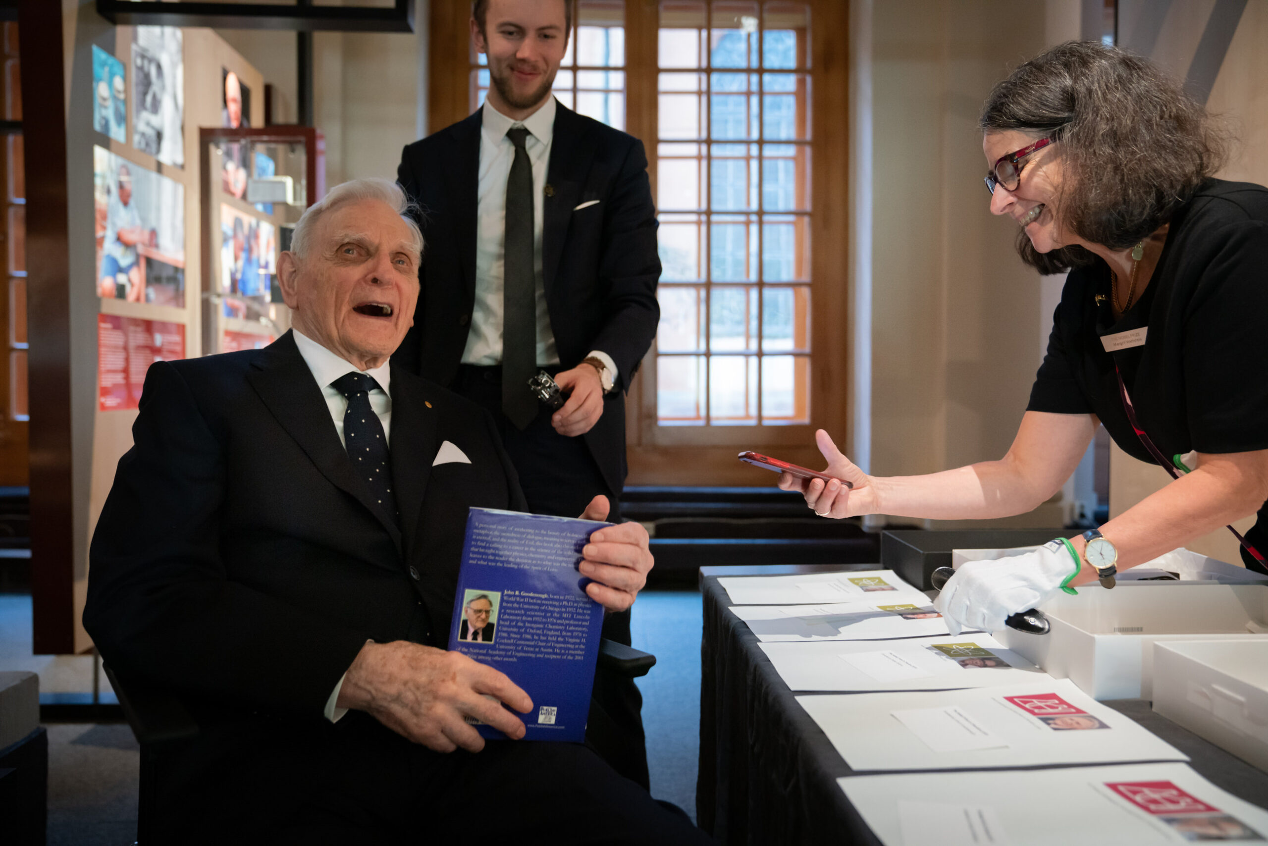 John Goodenough gives a copy of his book to the nobel museum