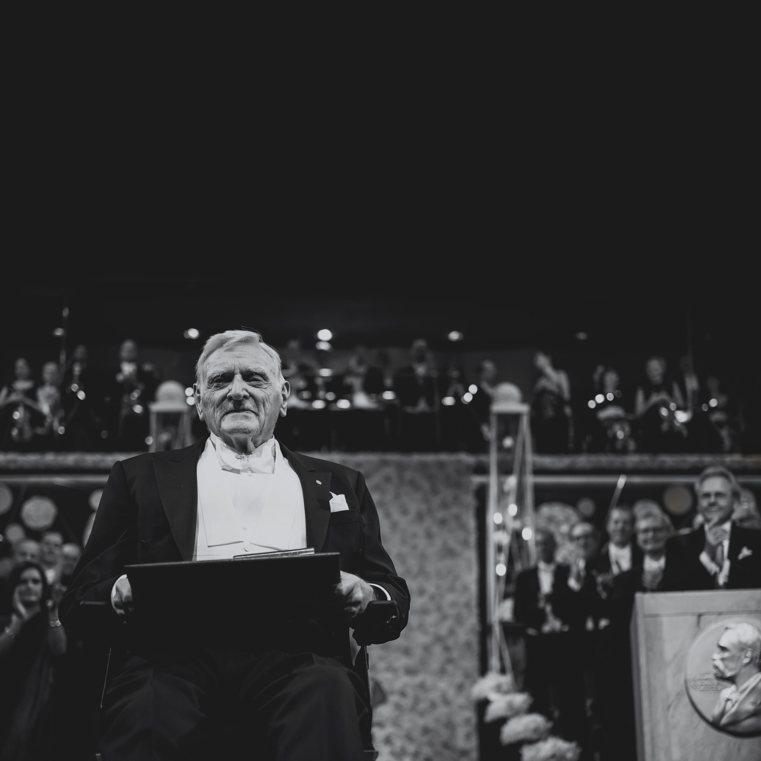 Black and white image of John Goodenough receiving the Nobel Prize in Chemistry